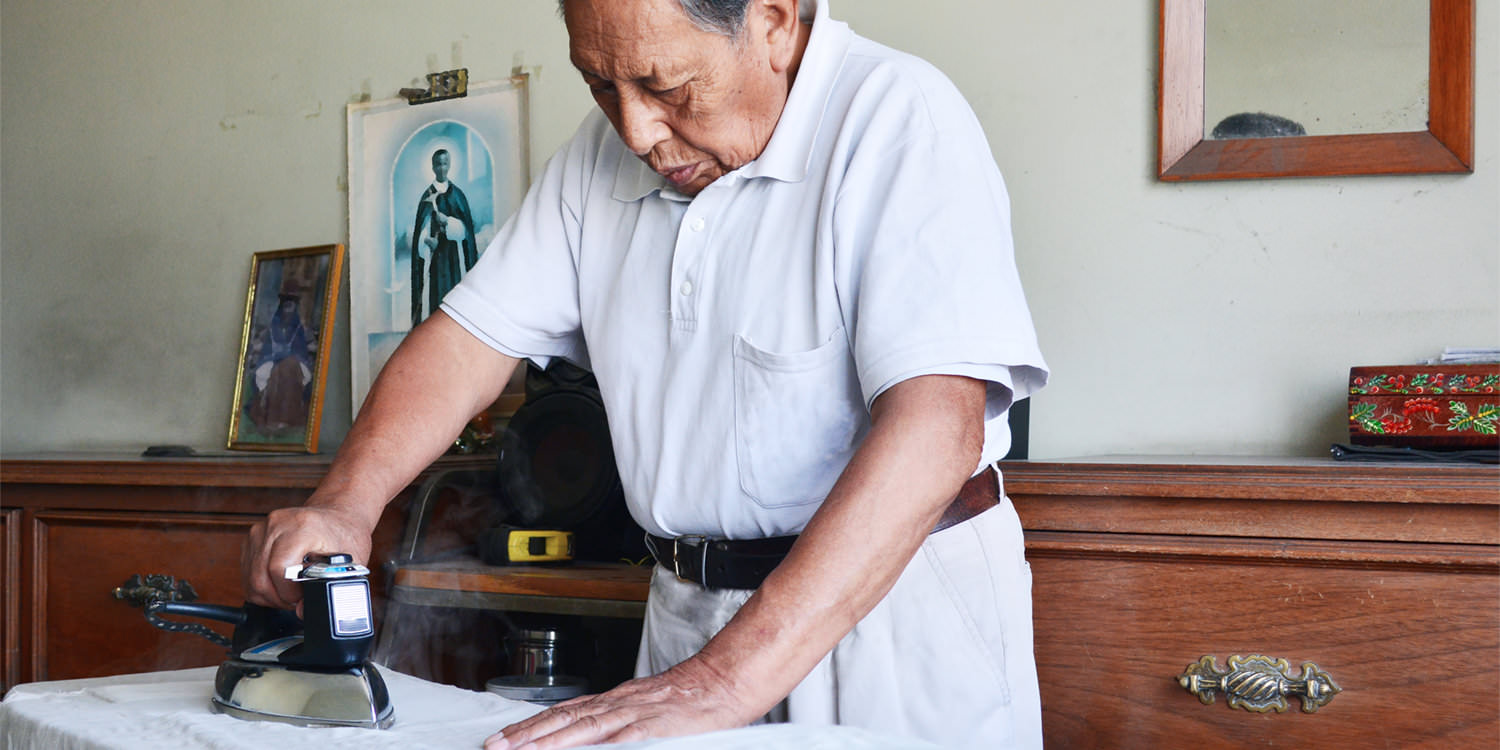 An older Native American man is ironing a shirt. When living with bipolar disorder, finding realistic goals can help to manage your home living space.